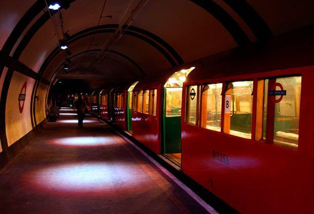 Under London: Blitz experience tours of Aldwych Underground station - Telegraph