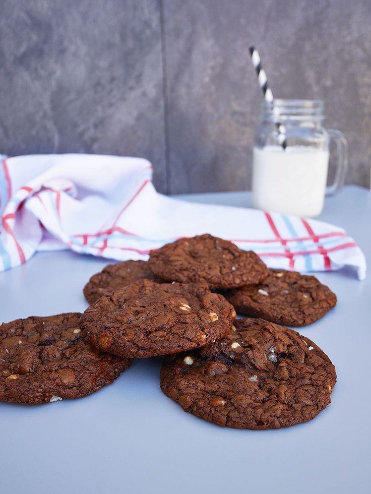 Dessa cookies är så gudomligt goda! De är sega, smakrika, saftiga och, tro det eller ej, glutenfria! Och när det där lilla stinget från havssaltet slår till på slutet i kombination med den...