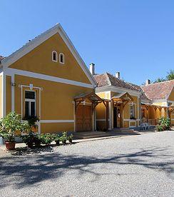 Wunderschön renoviertes Herrenhaus an sehr schöner Lage - 200qm WF - 8'000 qm Land -  Preis CHF 285'000