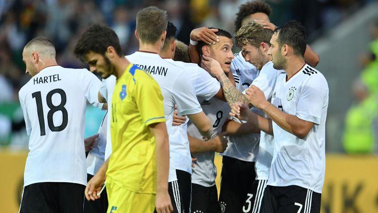 Maximilian Eggestein macht Champion-Kuntz happy! - 1:0! Neue U21 startet mit Sieg in die EM-Qualifikation - Fussball - Bild.de