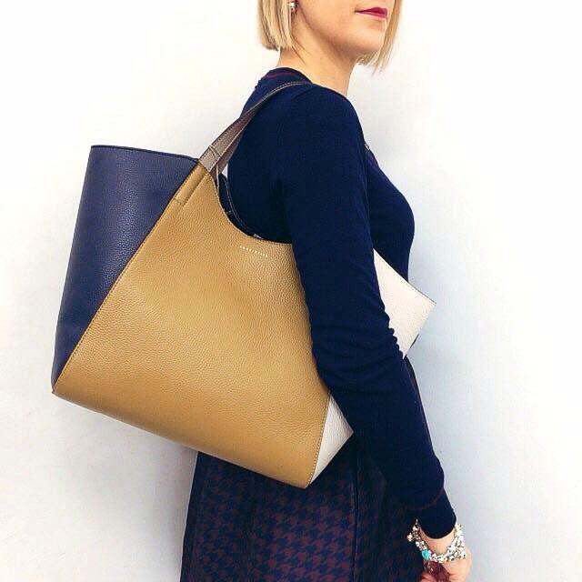 Borsa Coccinelle Spedizione gratuita  Info: WhatsApp 329.0010906 #manlioboutique #bags #handbags #leather