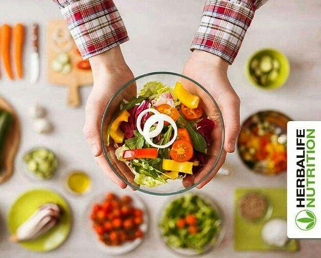 Öğle yemeklerinde Vitamin bakımından zengin, protein ile desteklenmiş, lezzetli ve hafif salatalar tercih edebilirsin.  www.kilokontrolyolu.com #öğle #salata #sindirim #perhiz #diyet #gırtlak #sakarya #adapazarı #izmit #kocaeli #kilo #performans #çobansalata #akdenizsalata #zengin #tavuklusalata #tonbaliklisalata