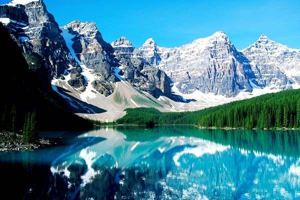 ナイアガラの滝やカナディアンロッキー、メープル街道などカナダは、圧倒的な大自然を堪能できる人気の旅行先の一つです。今回は、そんなカナダの美しい絶景を7つご紹介いたします。 カナディアンロッキー&モーレン湖 photo by wallsave アメリカ合衆国からカナダにかけて延びているロッキー山脈のうちでカナダ |カナダ, 北米|アイディア・マガジン「wondertrip」