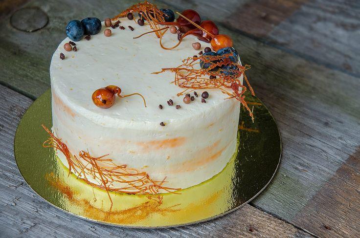 Carrot cake with caramelized hazelnut