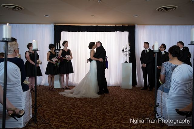 Real Wedding by Divine Weddings & Events . Somsamay and Jason . Black and White ceremony in the LaVerendrye Room at the Fort Garry Hotel . Photo by Nghia Tran Photography