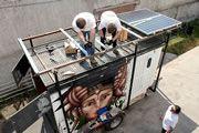 EcoBus MoveLatinoamérica  09/2012, Santiago, Chile   Potencia: 1.2 kWp  Producción de energía: 2'160 kWh/año   Ahorro de CO2: 0.9 t/año    Tipo de instalación: Sobre el tejado, Sistema aislado