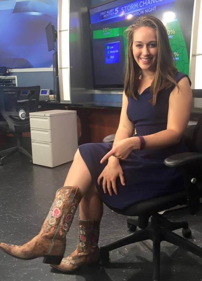THE APPRECIATION OF BOOTED NEWS WOMEN BLOG : THE SHELBY HAYS
