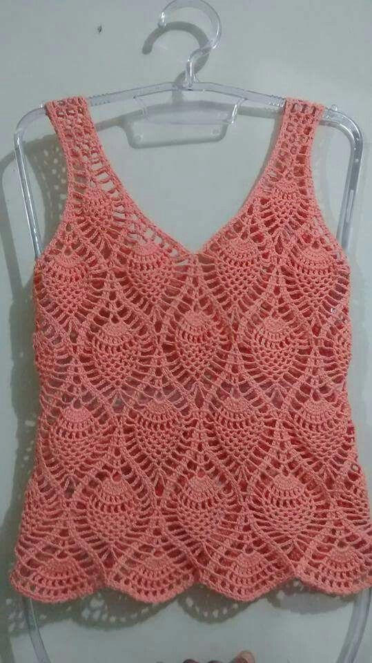 Linda polera tejida a crochet con punto piña.
