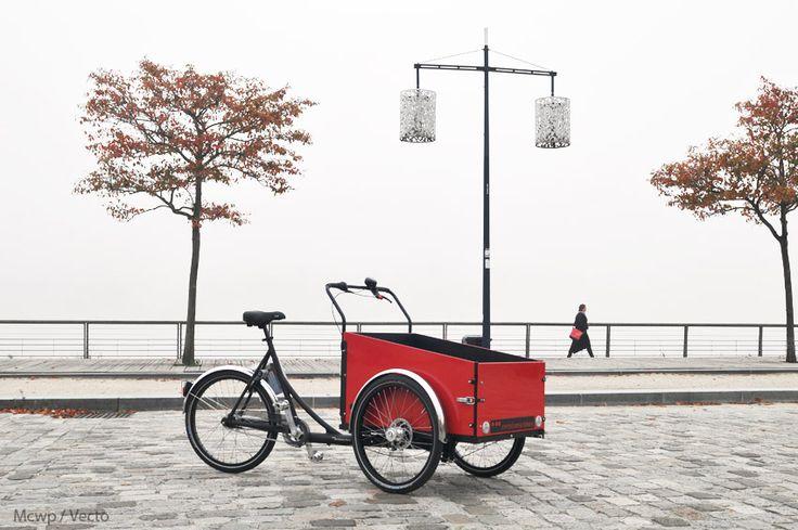 Triporteur Christiania bikes sur les quais de Bordeaux