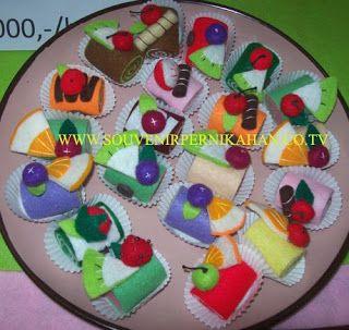 souvenir kain flanel khas jogjakarta berbentuk kue kecil #crafts #jogjakarta #Indonesia #souvenir