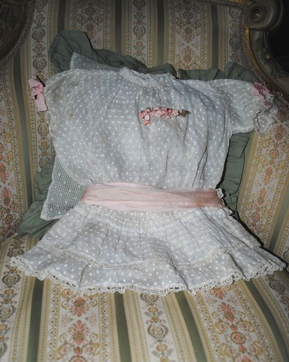 Antique French DOLL Dress PLUMETIS & Pink Ribbon BOW di villavillacolle su Etsy