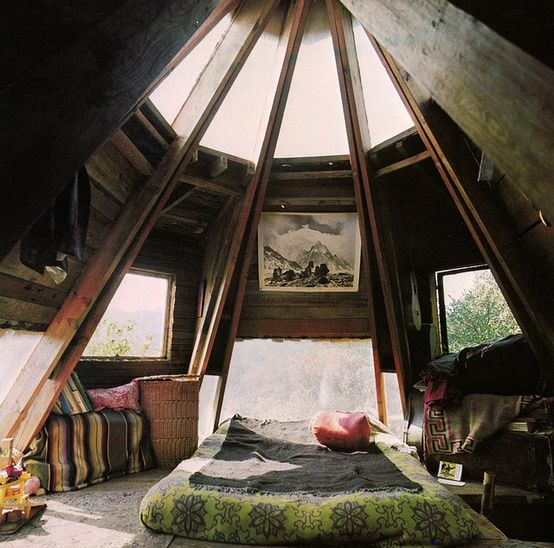 Super cool bedroom..... Wooden home from the book Woodstock handmade house
