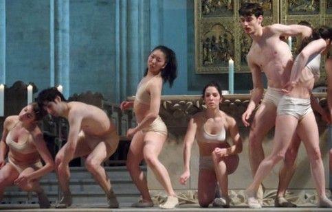 Osnabrück, danzano «nudi» in Cattedrale. Quando il sonno della fede genera mostri
