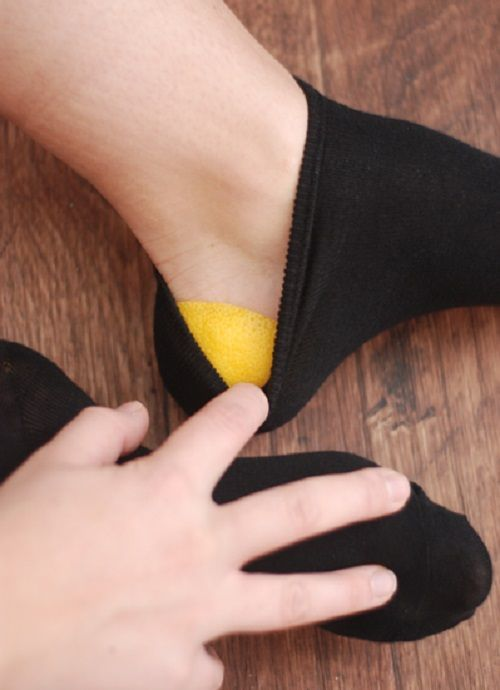 ноги в носках