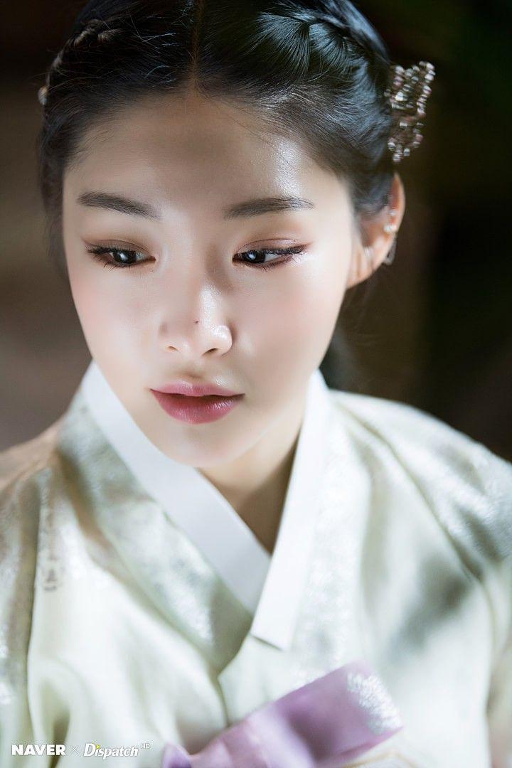 Chungha Hanbok Pictorial For Lunar New Year Kpop Girl Groups Hanbok Kpop Girls