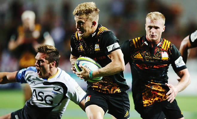 The Chiefs earned their fourth victory of the 2016 Super Rugby season by hammering the Force 53-10 in Hamilton. The Chiefs outscored the Force by nine tries to one which earns them their second try bonus point for the season and the final score is a record margin for the Chiefs against the Force. Chiefs fullback Damien McKenzie had an off-night with the boot but scored two tries. The star of the match was however Charlie Ngatai who scored four tries for the home side.