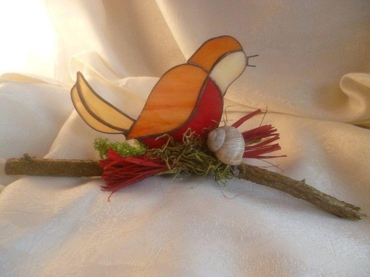 Frühlingsdeko mit Vogel aus Buntglas von ScherbenSchneiderei  auf DaWanda.com