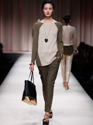 С чем и как носить женские брюки: зауженные и укороченные, классические и короткие