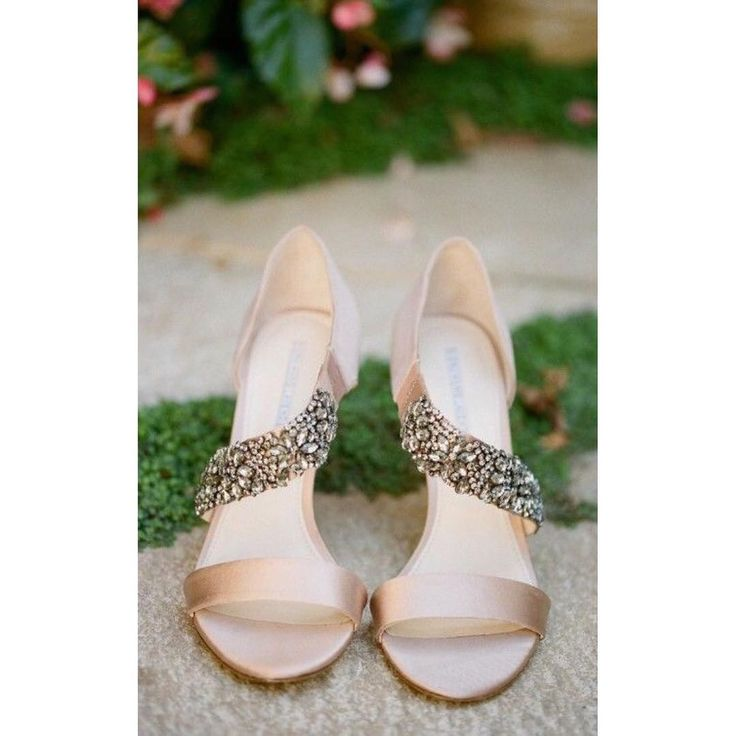Complete your fairytale wedding with a perfect pair of your favourite heels!! #lavieevents2017 #heels #bride #bridesmaids #wedding #weddingday #reception #sangeet #wedmegood #weddingideas #weddingsutra #eventplanner #event #weddingplanner #weddingplanning #destinationwedding #bigfatindianwedding #indianwedding #luxurywedding #instagood #like4like #instalike http://gelinshop.com/ipost/1523117419634289002/?code=BUjMzksgulq