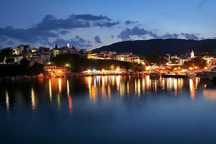 Discover the exciting character of #Skiathos by night!