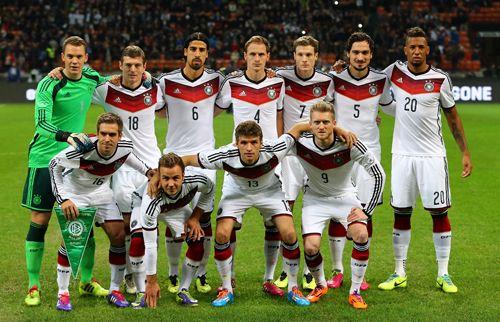Possédant 3 coupes du monde et 3 championnats d'Europe à son actif, la Nationalmannschaft figure parmi les candidats les plus sérieux pour être le vainqueur de ce mondial brésilien. Toujours présent dans les grands rendez-vous planétaire (finaliste en 2002 en Corée et au Japon, demi-finaliste en 2006 chez eux, finaliste de l'Euro 2008 en Autiche …
