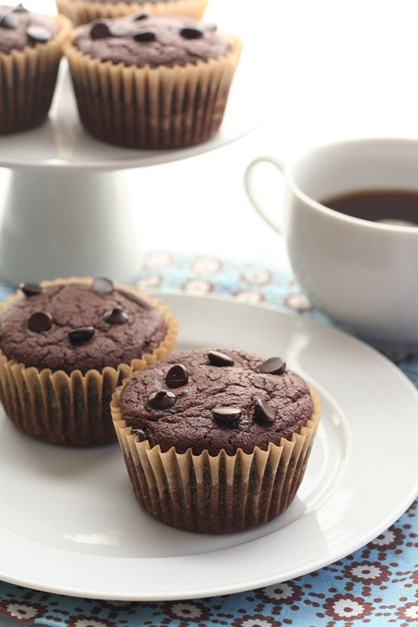 Low Carb Blender Chocolate Muffin Recipe - grain free made with almond flour and coconut flour @dreamaboutfood