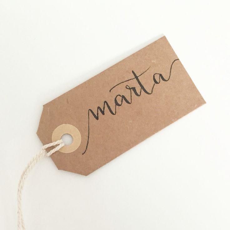 Segnaposto in calligrafia by @labottegasullenuvole #placecards #tags #segnaposto #matrimonio #tableaumariage