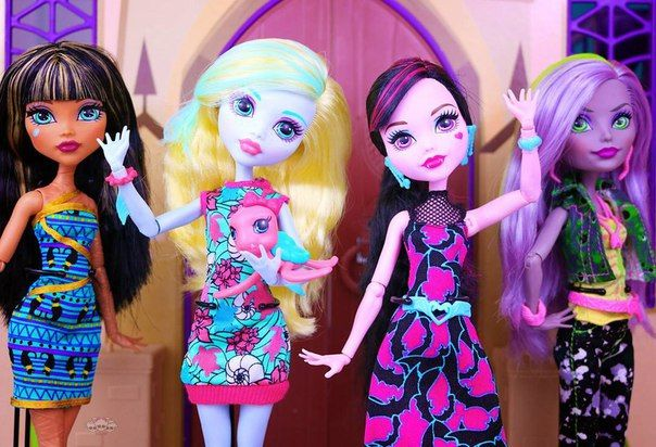 All about Monster High: Ghouls at school