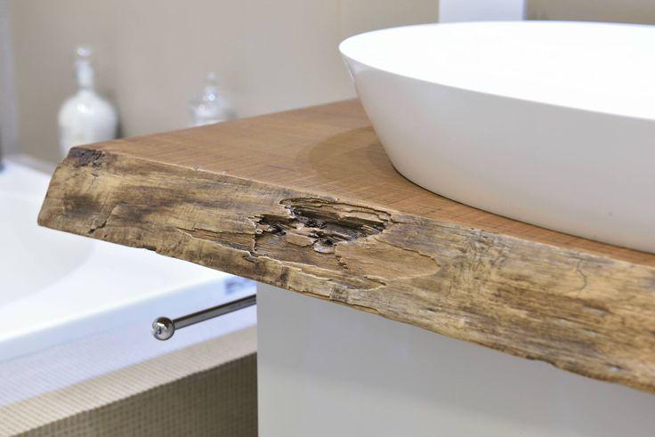 Vuoi dare al tuo bagno il giusto tocco di design? Contattaci e sapremo aiutarti! info@gioacchinobrindicci.it  Credit: Falegnamo