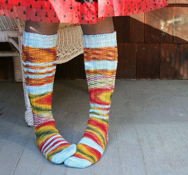 Knee High Socks Knitting Pattern : 1032 best Ihanaisia sukkia