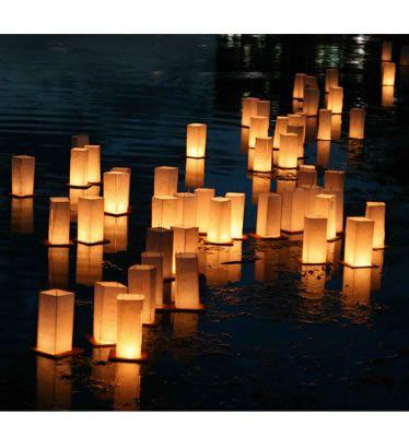 Lanterne Galleggianti In Legno, confezione da 2 Floating Lanterns... le Lanterne Galleggianti  è il nuovo modo di festeggiare un evento creando un emozione unica! Le lanterne Galleggianti di SkyLanterns hanno la base in legno e non in cartone. Diffidate dalle lanterne galleggianti in cartone, poichè oltre ad essere esteticamente discutibili, durano solo poche ore.! - Home page, Party e Feste, Accessori Feste, Lanterne Galleggianti -   Floating Lanterns... le Lanterne Galleggianti