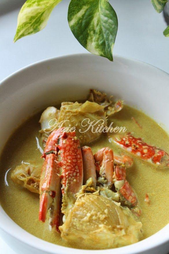 Selain ketam untuk dibuat Sup Ketam untuk Datin Nursinah di SINI , hubby juga membeli beberapa ekor ketam untuk dimasak Masak Lema...