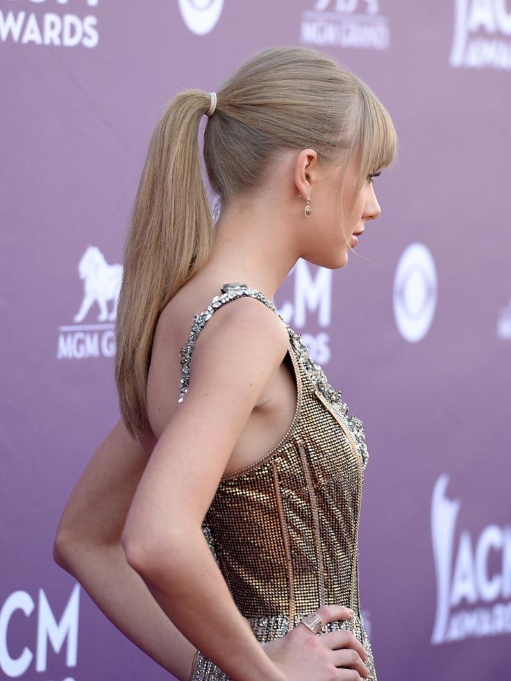 Тейлор Свифт на церемонии Американской Академии кантри-музыки