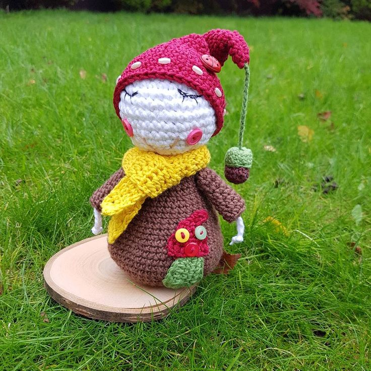 """NessyConfetti&gift❤Erika Pipo (@erikapipo_nessyconfetti) na Instagramu: """"New week new work... Handmade crochet garden dwarf. #handmade #crochet #gardendwarf #vendulkam…"""""""