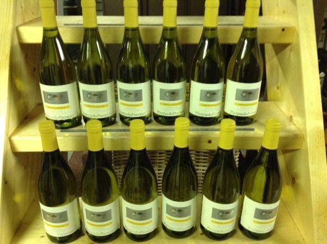 2012 Ribolla Gialla Pierpaolo Pecorari Friuli Venezia - 12 flessen (75cl)  12 flessen van de beste Italiaanse witte wijn. De Ribolli Gialla is gemaakt van een inheemse druif sinds de 13e eeuw verbouwd in Friuli Venezia. Een wijn met een zeer spitse en slank smaakprofiel. Frisse zuren met een vleugje appel citroen limoen amandel en een lichte rokerige smaak. Het jaar 2012 is een van de beste jaren. Deze Ribolla wordt gebotteld door Pierpaolo Pecorari de autoriteit op deze wijnen in…