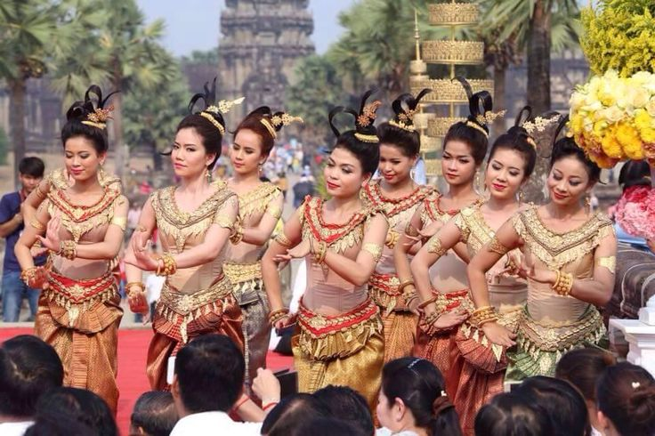 Happy Angkor Sangranta (Khmer New's year)  #henghappytuktuk #SiemReap #AngkorWat #Cambodia #AngkorSangranta #KhmerNewYear #Asia