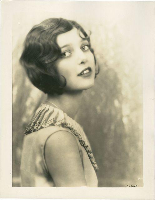 Loretta Young 1927. La juventud descarada e insultante es belleza.