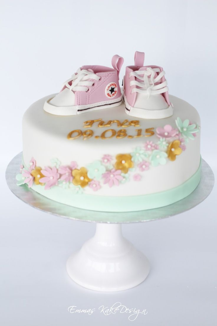 Emmas KakeDesign: Head to the blog for a DIY tutorial on how to make cool converse shoes of fondant for your special christening cake. Instagram @emmaskakedesign