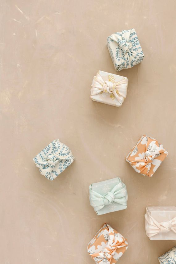 DIY: Knotted Fabric-Wrapped Favor Boxes