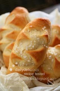 Pain au lait: Delicious mini milk bread!