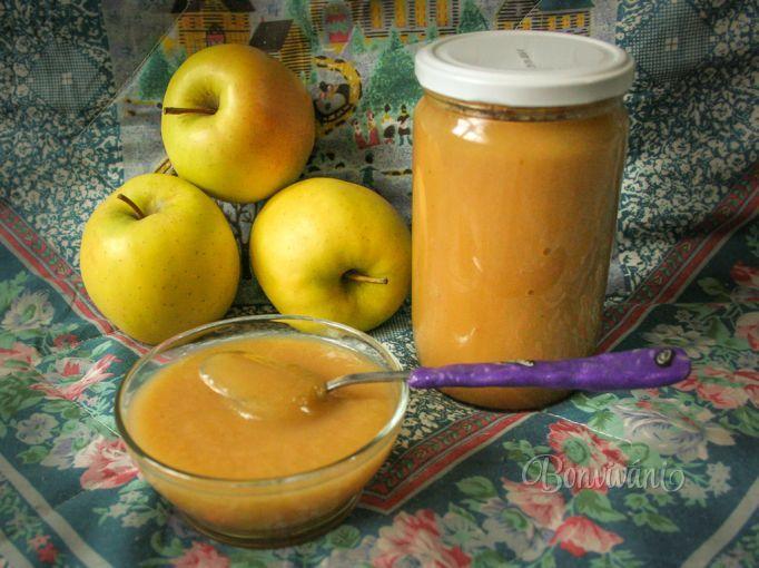 Jablková detská výživa