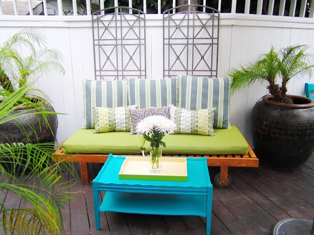 outdoor living: Decks Makeovers, Hollywood Hill, Teak Furniture, Coff Tables, Blue Tables, Outdoor Living Rooms, Outdoor Spaces, Hill Decks, Bright Colors