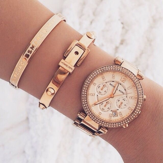Statement Gold watch (Michel kors) good match with others gold bracelets