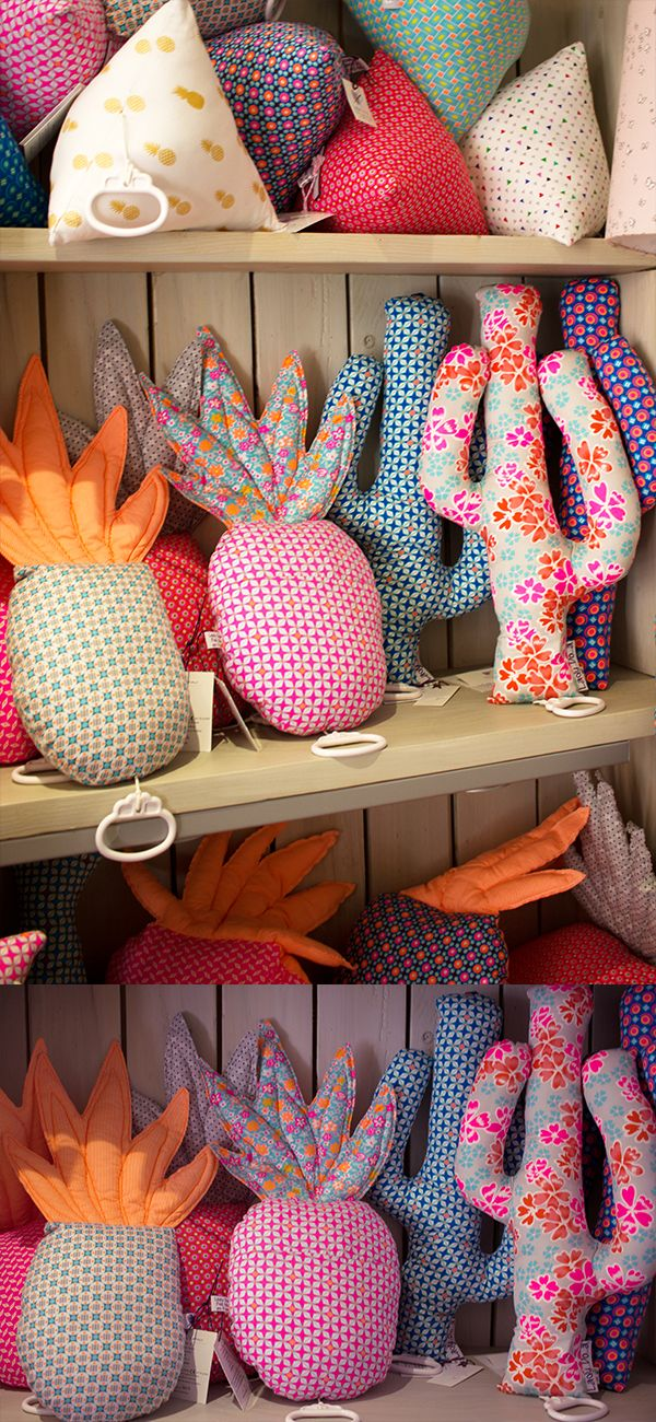 LE cadeau de naissance idéal : la boite à musique doudou ! Disponible en cactus, ananas, berlingot, éclair, batman... et décliné en de nombreux motifs et coloris !