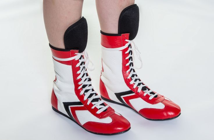 Red and white kids boxing boots at Warrior fight wear #boxing #warriorfightwear www.warriorfightwear.net/shop/kids-junior-boxing-boots-premium-leather/