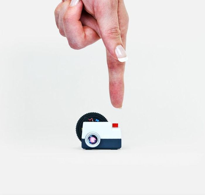 Poppytalk: The Cutest Thing Ever? Projecteo   Mini Projector for your Instagrams