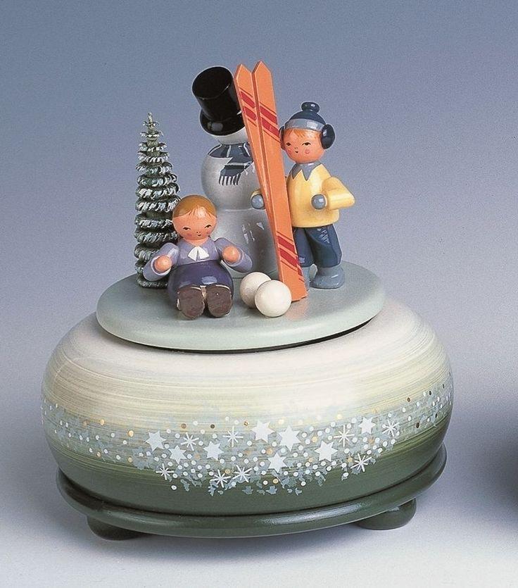 Spieldose kl.-Winterfreuden/Ski 14 cm NEU Spieluhr Musikdose Erzgebirge in Möbel & Wohnen, Feste & Besondere Anlässe, Jahreszeitliche Dekoration | eBay