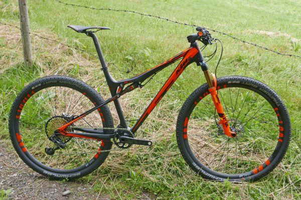 KTM_Scarp-Sonic_lightweight-29er-full-suspension-cross-country-XC-mountain-bike_driveside