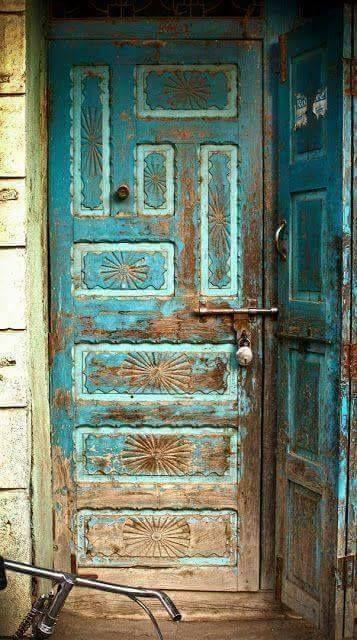 Что нарисовать на двери сарая