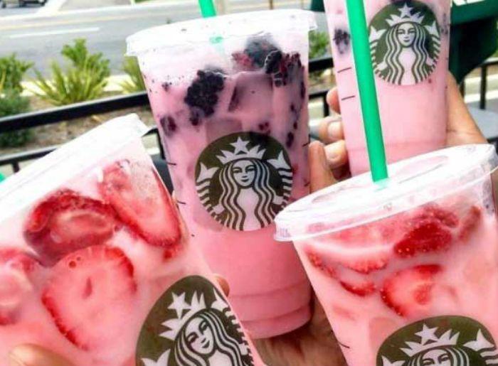 Para las que somos fans de Starbucks, aquí les presentamos 10 bebidas de su menú secreto que podrás pedir en tu próxima visita. Estamos seguras de que NO podrás resistirte a ellas. De http://starbuckssecretmenu.net/